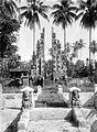 COLLECTIE TROPENMUSEUM Gespleten poort van de Pura Taman bij Boeboenan TMnr 10024081.jpg