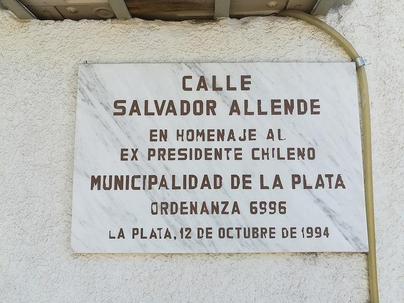 File:Calle Salvador Allende La Plata.jpg