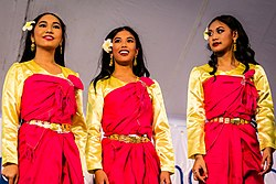 Cambodian American Traditional Dancers (22136846955).jpg