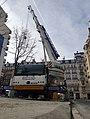 Camion grue a paris.jpg
