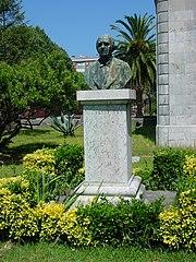 Cantabria Santoña busto marques Manzanedo lou.JPG