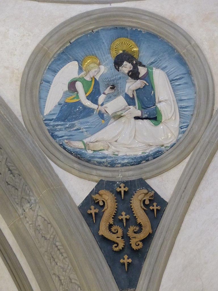 Andrea della Robbia, evangelisti e stemmi pazzi (Matteo), 1445-50 circa, Capella Pazzi, Basilica di Santa Croce, Firenze