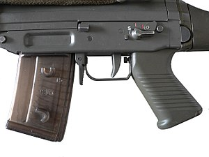 SIG SG 550 - The ergonomics of the rifle provide the shooter with easy access to various controls. The ambidextrous fire selector/safety is manipulated by the thumb of the shooting hand. Note also the studs on the magazine, which allow multiple magazines to lock together for faster reloading.
