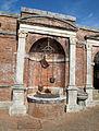 Castello di Belcaro, cortile principale 06 pozzo.JPG