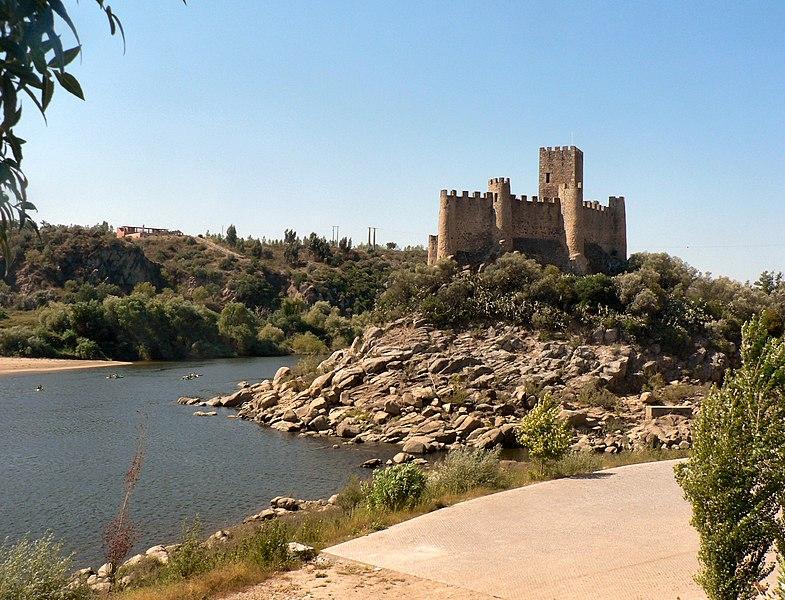 File:Castelo de Almourol 1.JPG