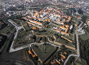 Alba Iulia - Image: Cetatea Alba Iulia din aer toamna