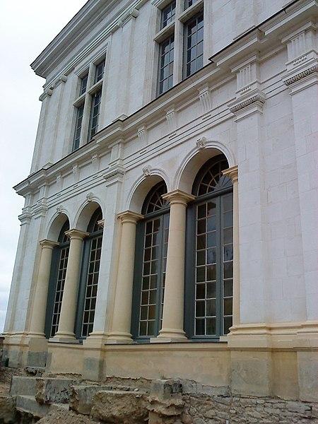 Chantier archéologique sur le site du parvis du château neuf de Laval (Mayenne). Détail du pavillon annexe nord.