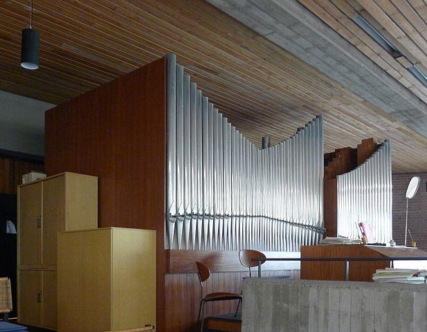 http://upload.wikimedia.org/wikipedia/commons/thumb/8/88/Christuskirche_%28Berlin-Kreuzberg%29_Orgel.jpg/617px-Christuskirche_%28Berlin-Kreuzberg%29_Orgel.jpg