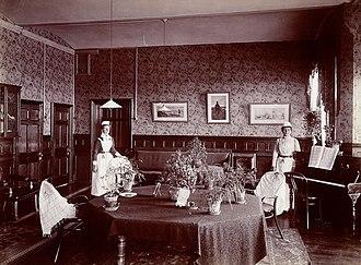 Claybury Hospital - Image: Claybury Asylum, Woodford, Essex; a social room (?). Photogr Wellcome L0027374