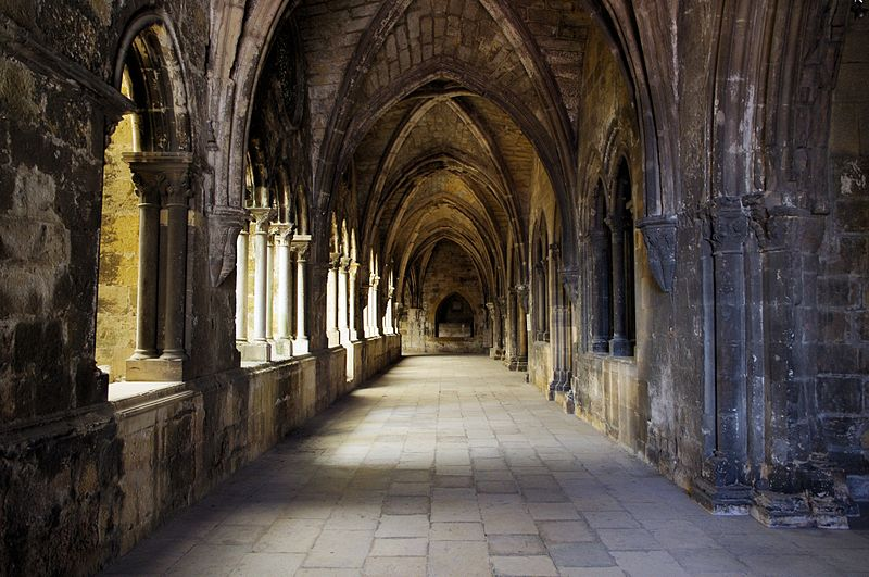 File:Cloisters of the Cathedral of Lisbon - Apr 2011.jpg