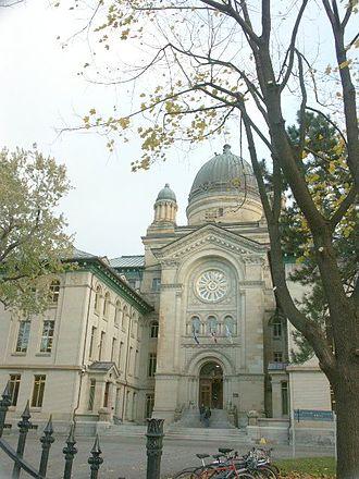 Dawson College - Dawson College's entrance on Sherbrooke Street