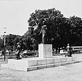 Collectie NMvWereldculturen, TM-20000891, Negatief, 'Gedenkteken ter ere van de Indonesische vrouw aan de Taman Surapati, geschonken door de Japanse regering', fotograaf Boy Lawson, 1971.jpg