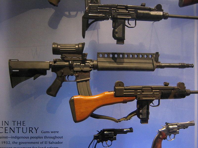 M16 800px-Colt_ACR