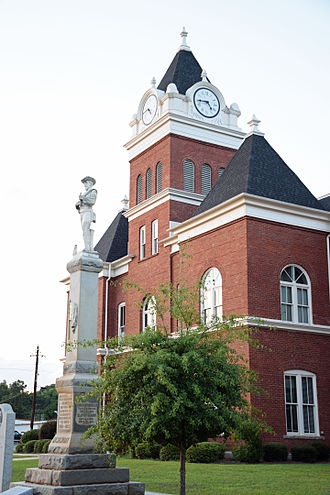 Twiggs County Courthouse - Image: Confederate soldier memorial and Twiggs County courthouse, Jeffersonville, GA, US