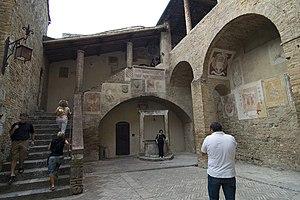 Palazzo Comunale, San Gimignano - Palazzo courtyard