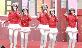 Crayon Pop in December 2013 (2).jpg