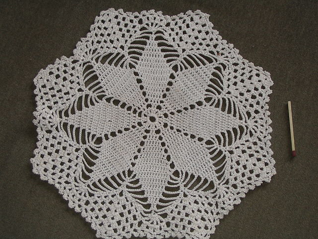 https://upload.wikimedia.org/wikipedia/commons/thumb/8/88/Crochet_small_Swedish_tablecloth_star_about_1930.JPG/640px-Crochet_small_Swedish_tablecloth_star_about_1930.JPG