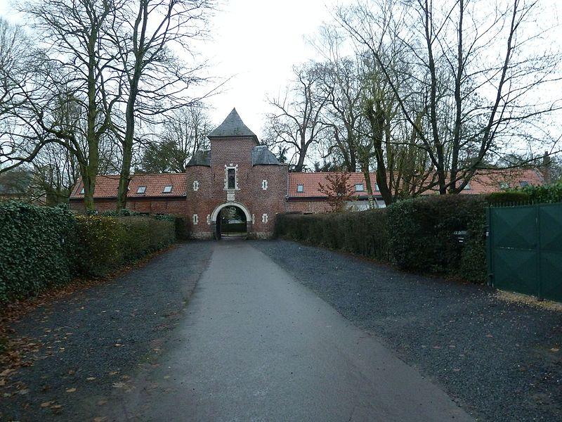 Portail fu Château de la Fontaine à Croix, Nord .- France