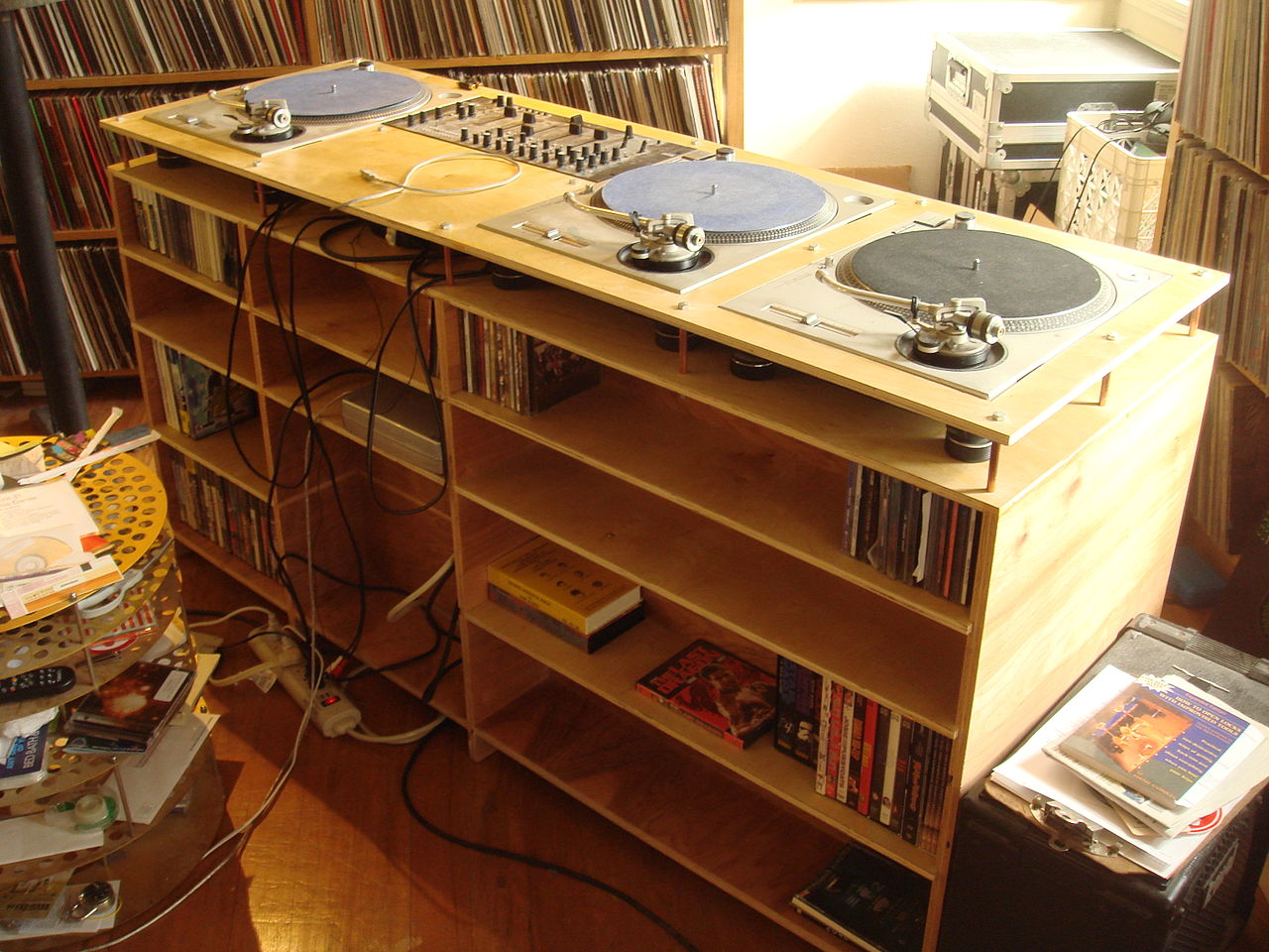 File Dj Table By D L Dj Table In Position Jpg