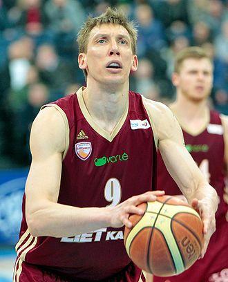 Dainius Šalenga - Dainius Šalenga with BC Lietkabelis jersey