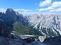 Dal Passo Cigolade ampia veduta della valle del Vajolet - panoramio.jpg