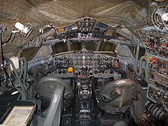 De Havilland Comet - The flight deck of a Comet 4