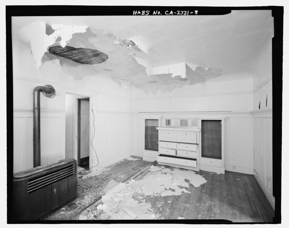 File detailed view of dining room showing wainscoting for Sideboard petrol