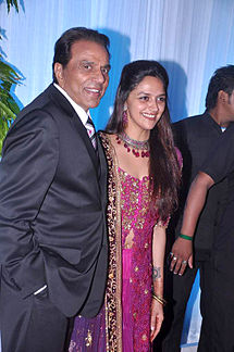 Dharmendra, Ahana Deol at Esha Deol's wedding reception 04.jpg