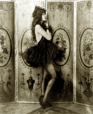 Ziegfeld girl - Dolores Costello as a Ziegfeld girl, ca. 1923