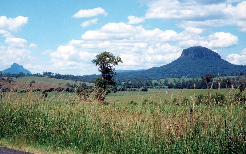 File:Dome Mountain NSW on right.jpg