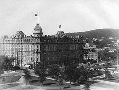 Площадь Доминион и отель Виндзор, Монреаль, Квебек, около 1890.jpg