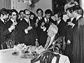 Dr. Oliveira Salazar , ex-premier Portugal, 80 jaar. Studenten brengen dronk uit, Bestanddeelnr 922-3734.jpg
