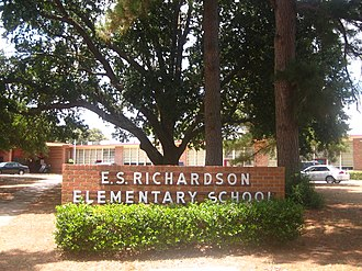 E.S. Richardson Elementary School - Front of E.S. Richardson Elementary School in Minden, Louisiana