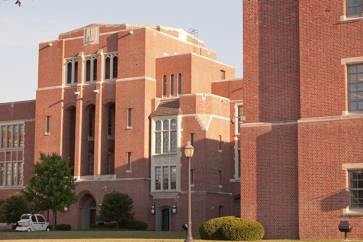 Eastern High School (Baltimore) - Wikipedia