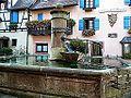 Eguisheim, Fontaine, Grand'Rue.jpg