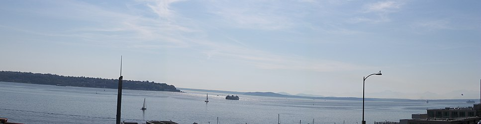 Elliott Bay from Victor Steinbrueck Park, Seattle.jpg
