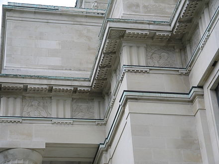 Part of the entablature on the museum's facade, depicting war scenes on its frieze. Entablature-Auckland Museum.JPG