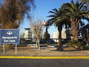 Domingo Faustino Sarmiento Airport - Image: Entrada al aerosanjaun