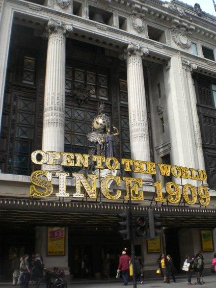 dff11b880e1e4 Selfridges à Oxford Street.