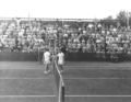 Erlangen 1955 - The game is over, Jack Arkinstall congratulates Jaroslav Drobný on his victory.png