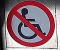 Eskalátor - zákaz pro invalidní vozíky.jpg