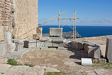Exedra at acropolis of Lindos 2010 2.jpg