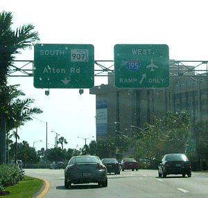 Florida State Road 907 - Alton Road southbound at the Interstate 195 interchange