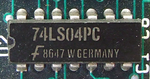 Fairchild Semiconductor 74LS04PC.png