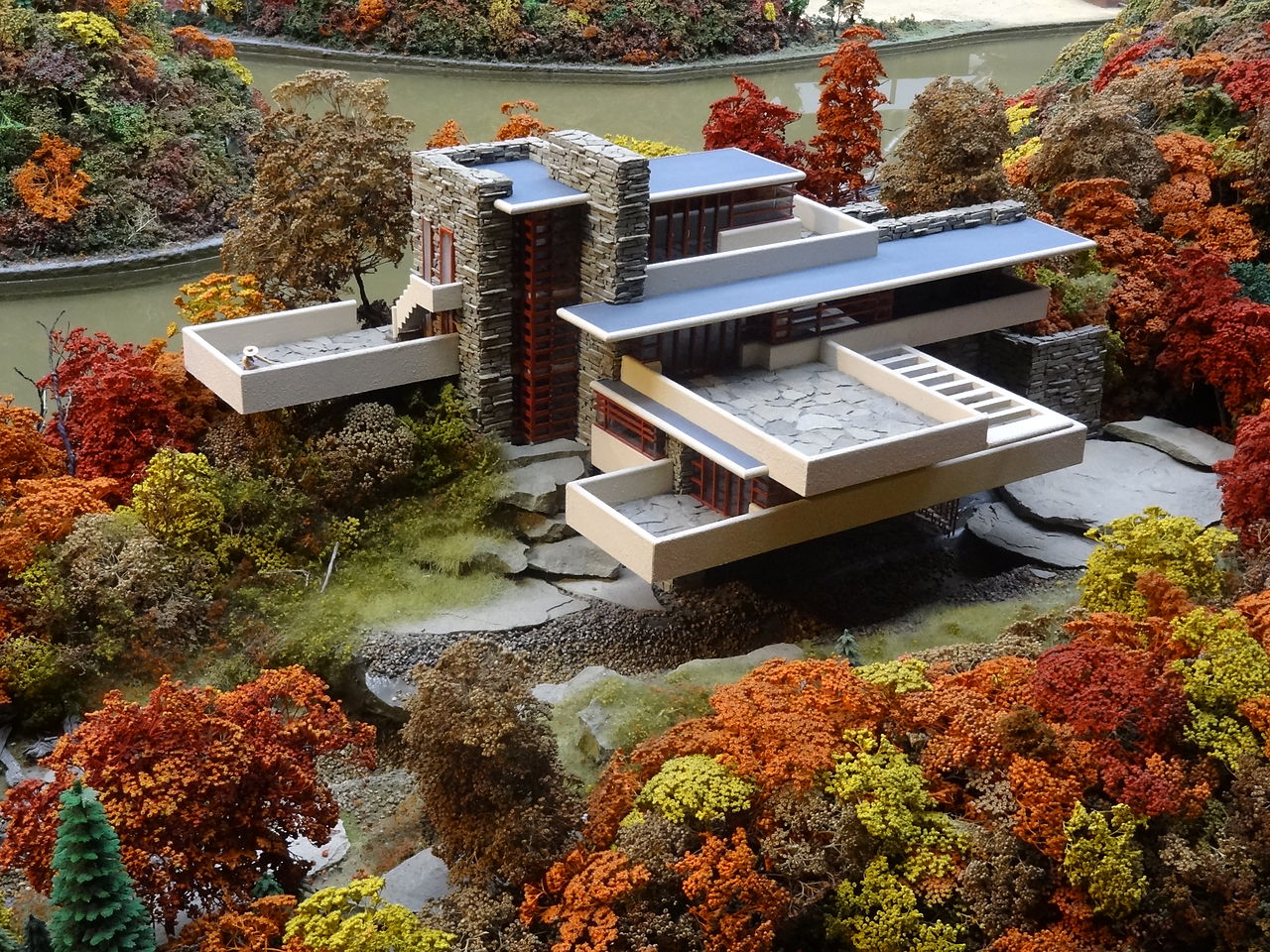 Dieses Bild hat ein leeres Alt-Attribut. Der Dateiname ist 1280px-Fallingwater_miniature_model_at_MRRV%2C_Carnegie_Science_Center.JPG