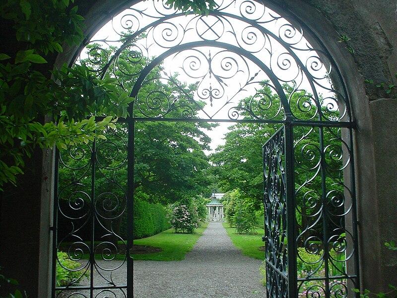 File:Farmleigh Dublin - Gardens - through the gate.jpg