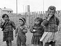 Fire Karasjok-unger i hverdagsklær, 1956 - Norsk folkemuseum - NF.05535-005.jpg