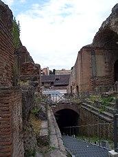 Flavian Amphitheater (Pozzuoli) -8.jpg