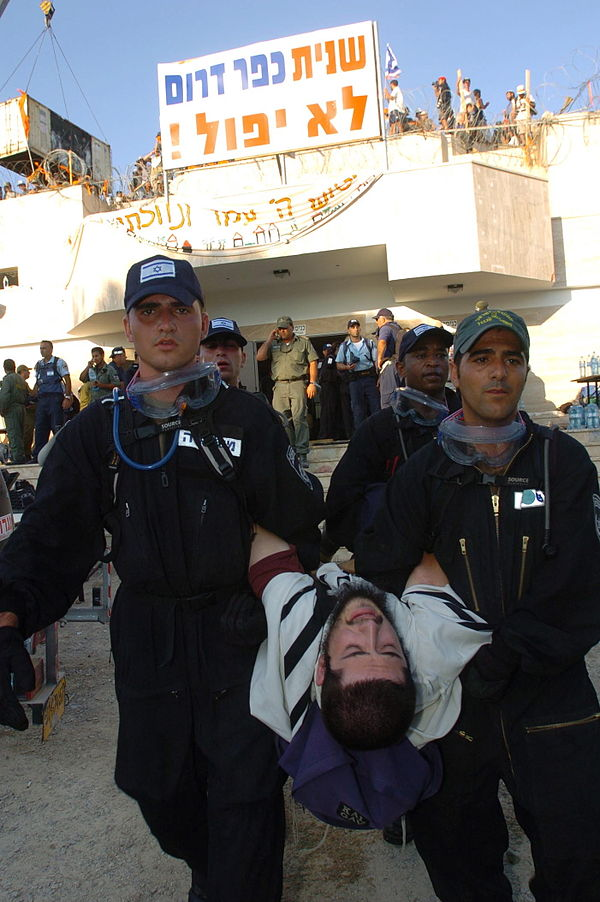 Flickr - Israel Defense Forces - The Evacuation of Kfar Darom (8).jpg