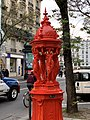 Fontaine Wallace Rouge Rue Belgrand Paris 5.jpg